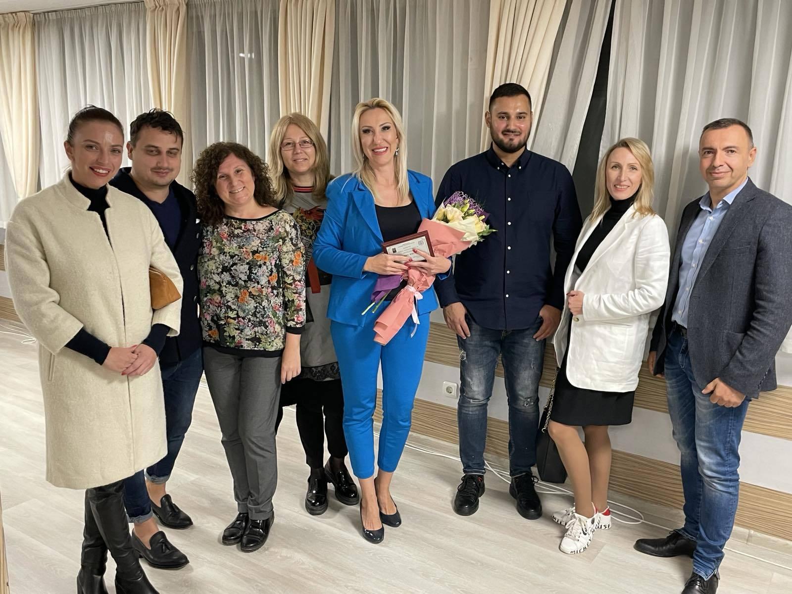 Статия в Trud.bg: Кметът Иван Портних връчи награди на изявени варненки1 - Stonehard