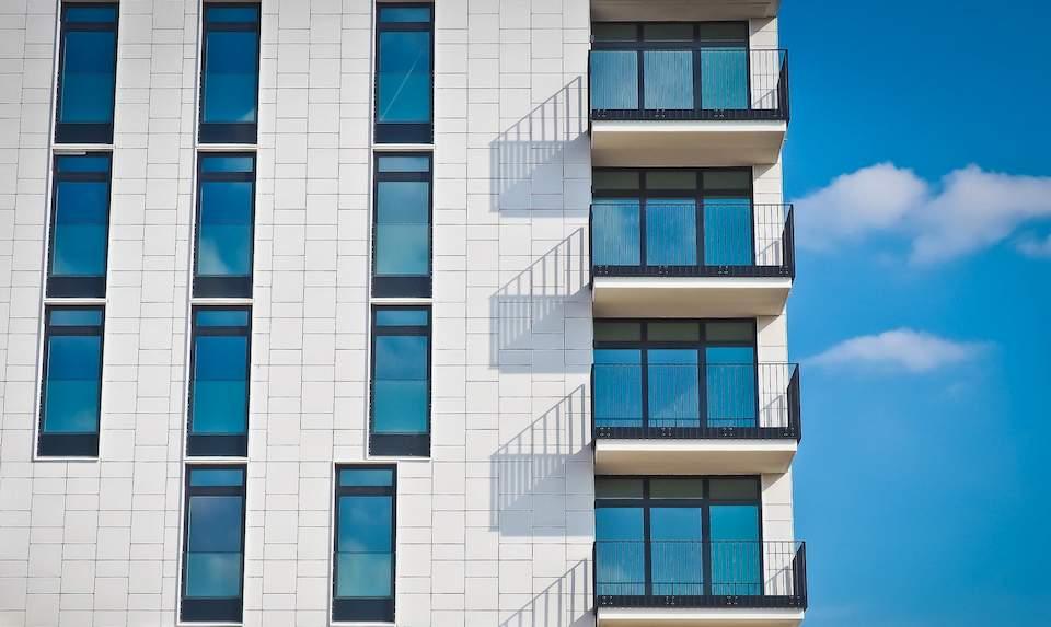 Статия в Capital.bg: Ръст от 13% в покупките на имоти през септември1 - Stonehard